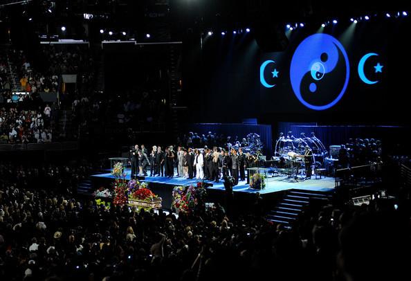 Memorial+Service+Michael+Jackson+Draws+Thousands+dpSrJ9r5Aj5l.jpg