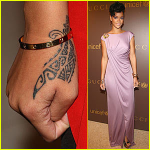 rihanna-tribal-hand-tattoo.jpg